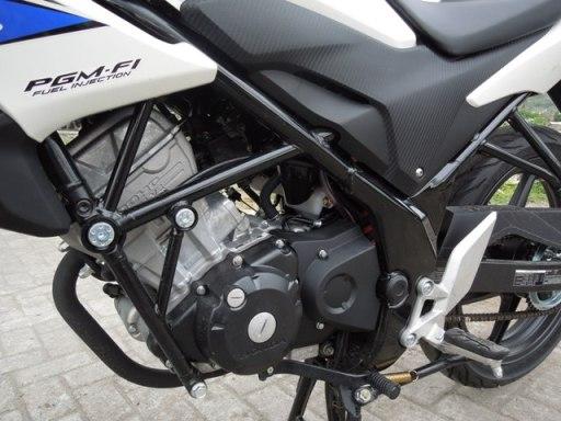 Honda CB150R kiri